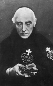 Pater Karel in opspraak